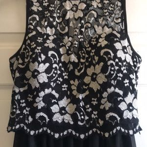 WINDSOR 2 piece lace top and skirt - S